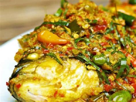 Cara membuat sambal terasi yang enak dan sedap. Resep Ikan Mas Goreng Bumbu Kuning Asam Pedas Spesial Nikmat - Harianmu dot Com