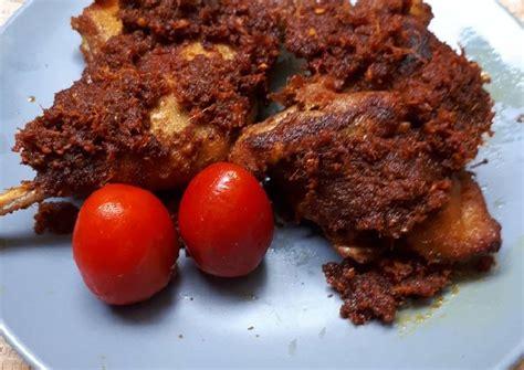 Apalagi saat dicocol sambal pencit resep ini berasal dari sajian sedap, sudah termasuk dengan sambal pencit atau sambal mangga muda. Resep Bebek Hitam Madura oleh Lely - Cookpad