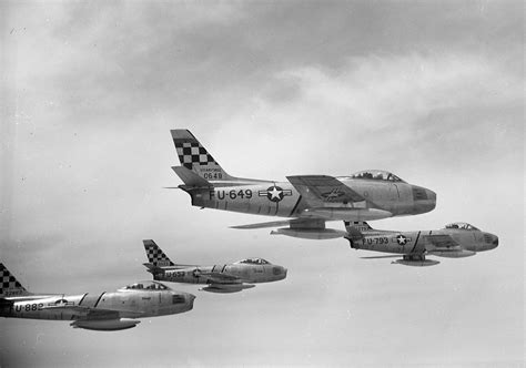 File:F-86Es 51FIW Korea 1952.jpg - Wikimedia Commons