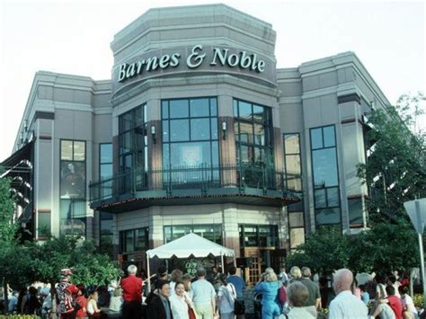 barnes and noble employment options to replace closing bethesda row barnes noble