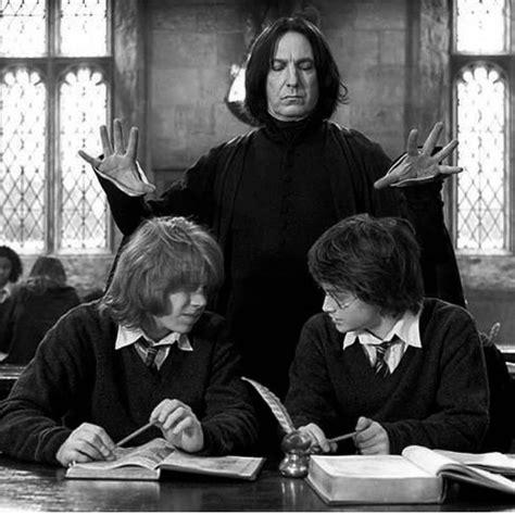 Com o início das aulas, harry sai da casa dos tios e encontra os amigos ronny e hermione para ver a copa mundial de quadribol. Harry Potter e o cálice de fogo, o filme que você não consegue ver a orelha de nenhum ...