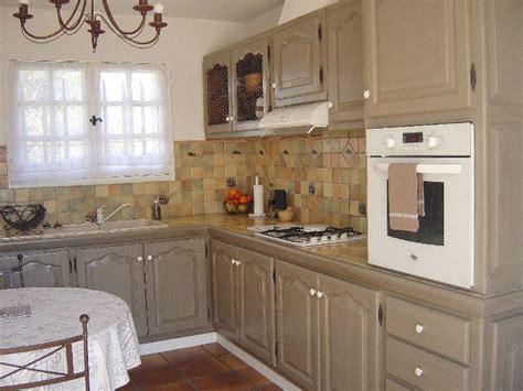 cuisine rustique relooker relooker une cuisine rustique maison design bahbe com