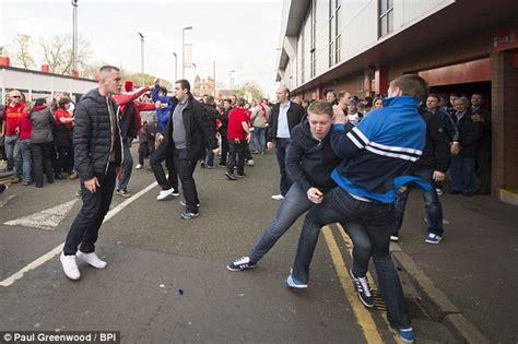 steven gerrard taunts lead  liverpool  chelsea fans
