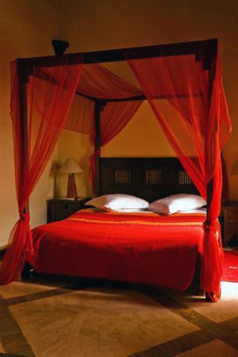 kirmizi yatak odasi dekorasyonu dekoloji ev dekorasyon