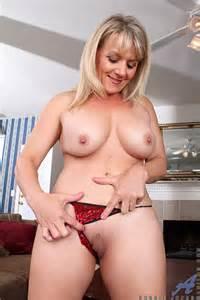 Alluring MILF Bobbie Jones Flick Her Punani MILF Fox
