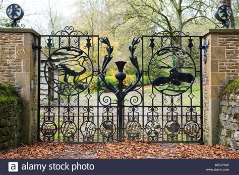 England Gate Gates Road Stock Photos & England Gate Gates Exterior Doors For Home Depot Hickory Cabinets Kitchen Cabinet Knobs Modern Chic Living Room Ideas Paint Brick Homes Traditional Elegant Bedroom Decor Small
