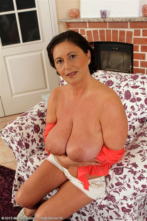 horny mature kata lick her nippies milf fox