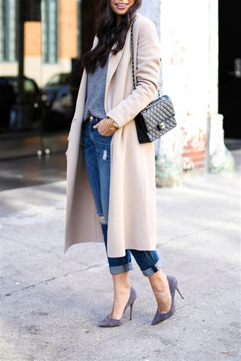 Camel coat with boyfriend jeans and grey pumps