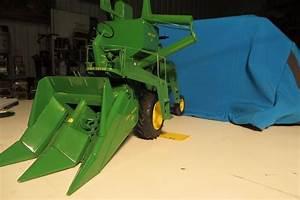 John Deere 45 Combine W   310 2 Row Corn Head  Detailed Model