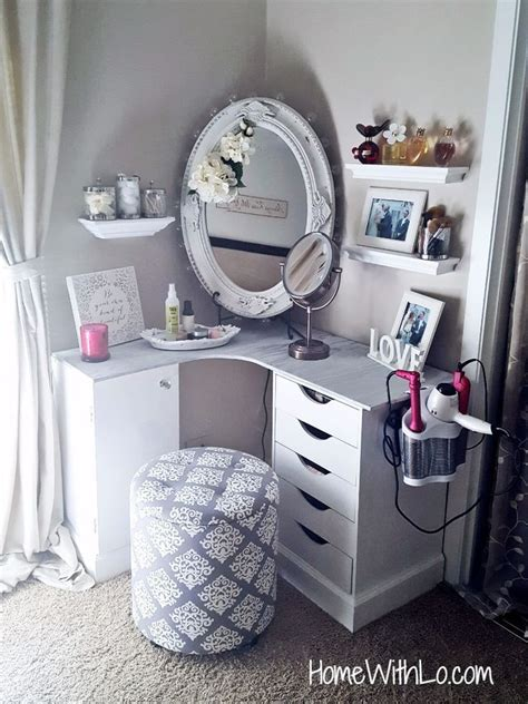 Corner Bedroom Vanity by 17 Best Ideas About Makeup Shelves On Diy