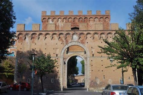 In Porta Romana by Porta Romana Picture Of Porta Romana Siena Tripadvisor