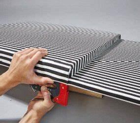 Schaumstoff Für Sitzbank : berziehen sie schaumstoff inklusive holzplatte mit stoff und tackern sie ihn von hinten fest ~ Yasmunasinghe.com Haus und Dekorationen