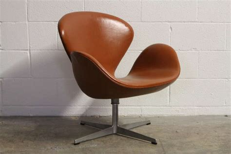 leather swan chair by arne jacobsen for fritz hansen at