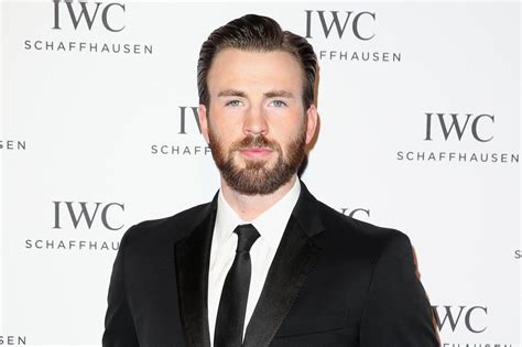 Chris Evans urges followers to vote after accidentally ...
