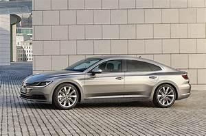 Volkswagen Arteon Elegance : 2018 volkswagen arteon prototype review volksballerh tch motor trend ~ Accommodationitalianriviera.info Avis de Voitures
