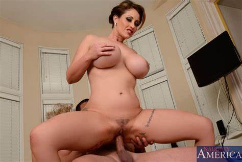 Plumber Drilled In The Hallway Bouncy Cougar Eva Notty Bang With Voyeur