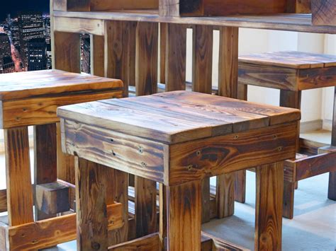Palettenmoebel Sitzgruppe  Paletten Tisch & Hocker
