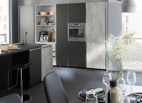 ot central cuisine cuisine moderne grise béton design en îlot ambiance fabrik