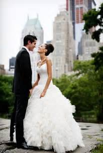 wedding dress nyc a glamorous summer wedding in new york city glamorous weddings real weddings brides
