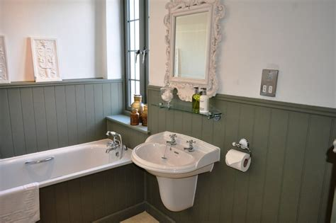 Installing Wainscoting Panels In Bathroom by Installing Beadboard Wainscoting Bathroom Traditional With