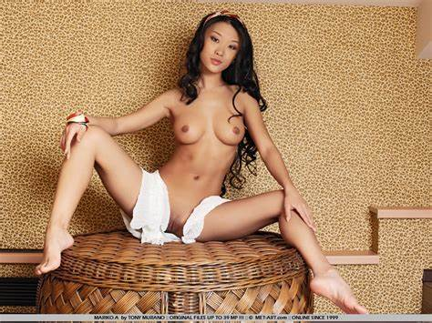 Sensual Tiny Makes Bonny Love