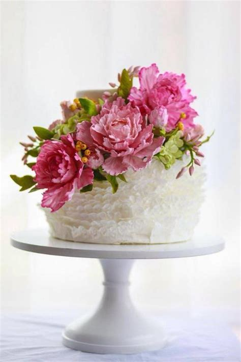 perfect blooms  pretty peony cakes   inspire
