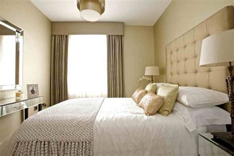 decorate  small bedroom   king size bed