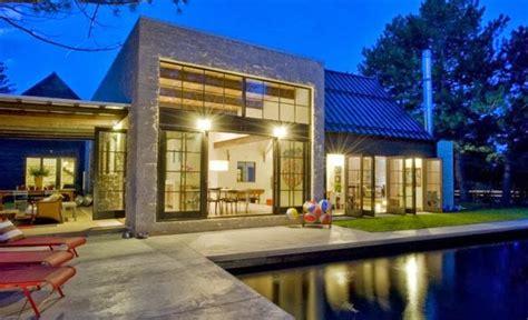 rumah modern dikelilingi taman indah desain rumah modern