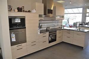 Schuller musterkuche l kuche mit dampfgarer und kompakt for Dampfgarer gro küche