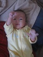 精神保暖的允恩,舉起她勝利的右手。