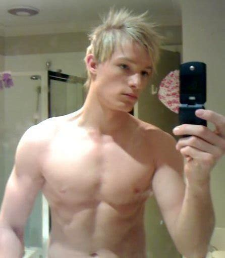 Handsome Blonde Guy Show Off On Cam - Gay Twink Porn