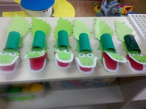 toilet paper roll animal craft idea for crafts and 611   toilet paper roll crocodile craft