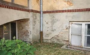 Feuchte Wand Verputzen : sockelputz erneuern w nde verputzen streichen ~ Frokenaadalensverden.com Haus und Dekorationen
