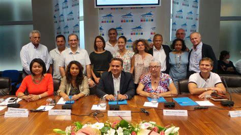tourisme signature d un accord cadre entre la r 233 gion et les organismes touristiques