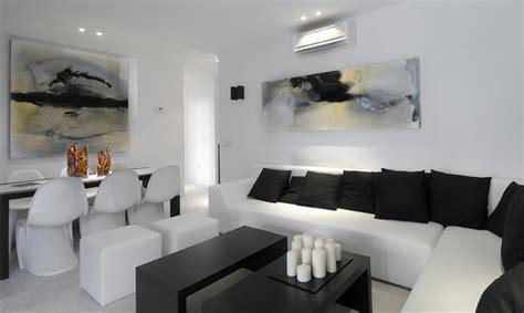 selecting abstract art  modern interiors modern art