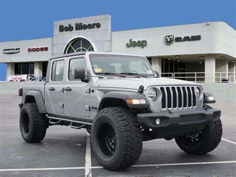 jeep gladiator sport mopar lift tires  wheels crew cab  tulsa ll bob