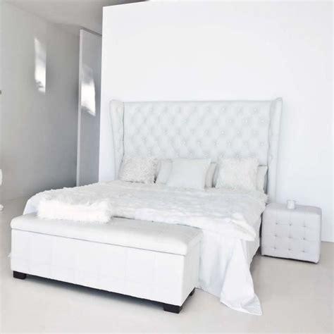 canapé lit chesterfield 1000 idées sur le thème lit capitonné sur