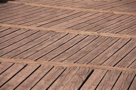 terrassendielen aus holz terrassendielen verlegen aus wpc holz co anleitung