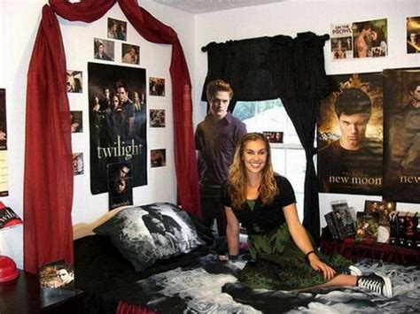 Twilight Bedroom by Ten Extremely Disturbing Twilight Themed Bedrooms