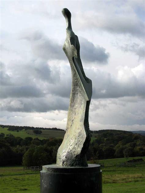 Besucherzentrum Des Sculpture Park In West Bretton by Photograph Of Henry S Large Standing Figure Knife
