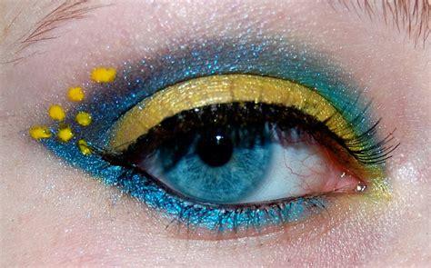 makeuptress blue  yellow tropical fish