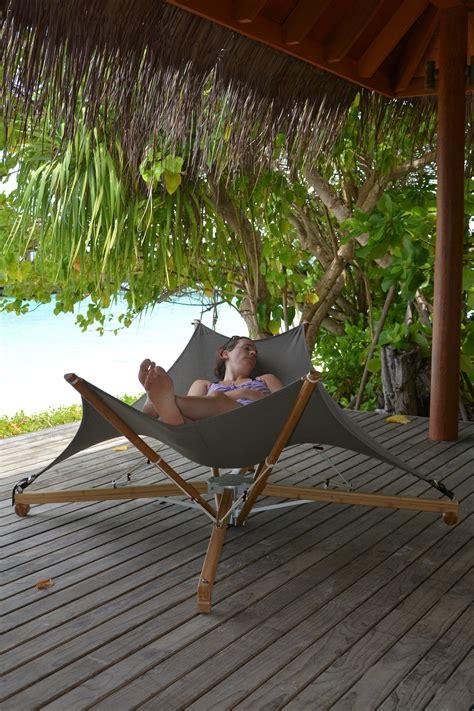bain de soleil pliable kajito bambou cacoon blanc gris made in design
