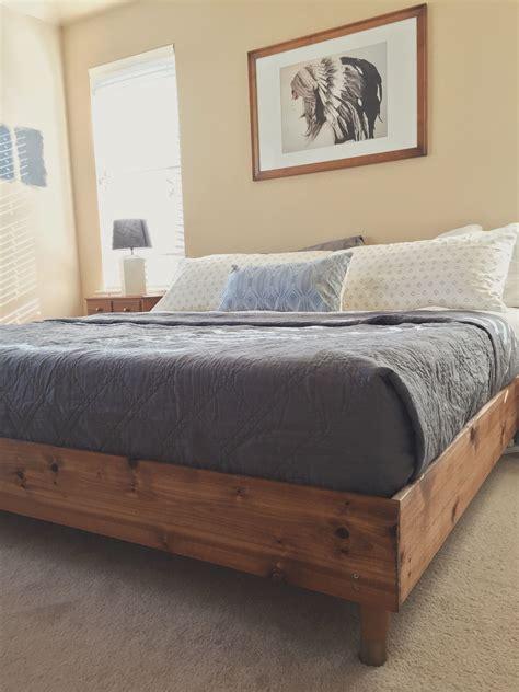 Diy Bett Kopfteil by Bedroom Update King Bed Diy Wood Stuff Camas De