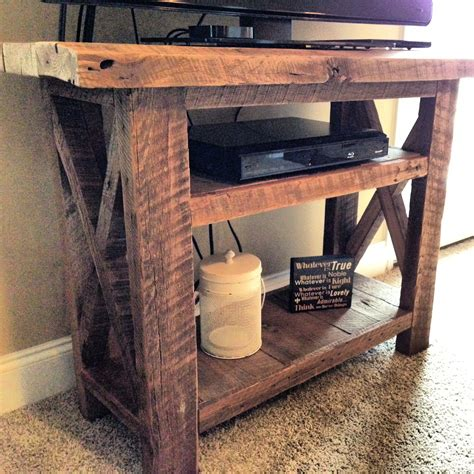 barn wood tv stand fits   tv perfect