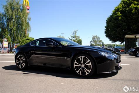 aston martin  vantage carbon black edition  maio