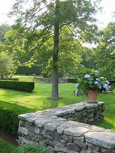 20  Magnificent Outdoor Stone Walls That Will Beautify