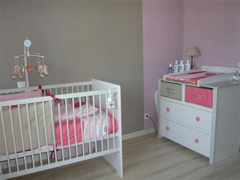 modele chambre bebe modèle décoration chambre bébé gris
