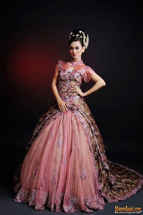 gaun pengantin internasional  batik  unik