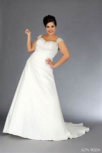 Figure flattering gowns for curvy brides for Flattering wedding dresses for curvy women
