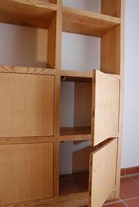 Bücherregale Mit Türen : schmales freistehendes b cherregal mit 4 t ren ~ Markanthonyermac.com Haus und Dekorationen